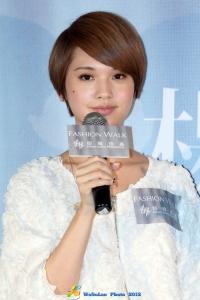 楊丞琳「想幸福的人」簽唱會20120819 (4117 views)